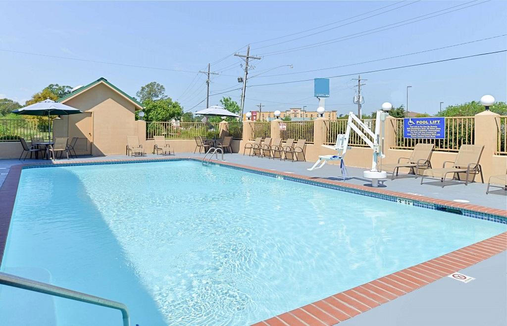 Americas Best Value Inn Denham Springs - Pool-2