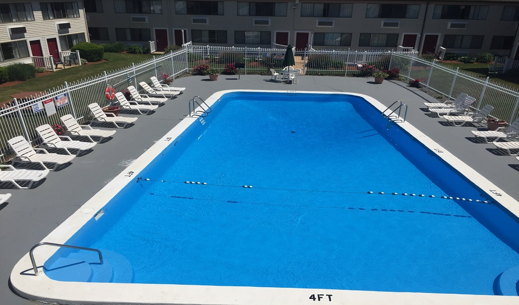 Admiralty Inn & Suites - Outdoor Pool