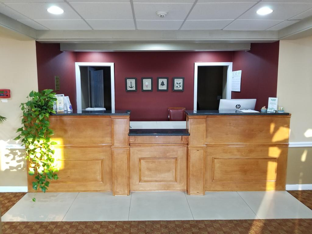 All Seasons Inn & Suites - Lobby