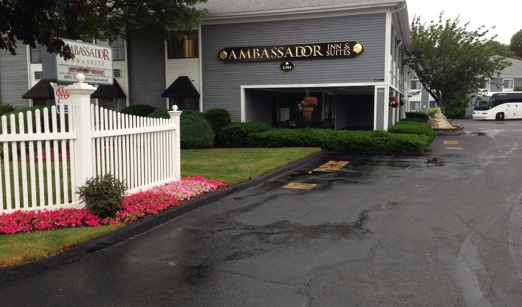 Ambassador Inn & Suites South Yarmouth - Exterior