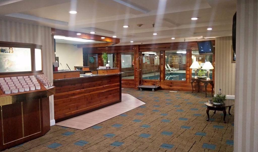 Ambassador Inn & Suites South Yarmouth - Lobby-1