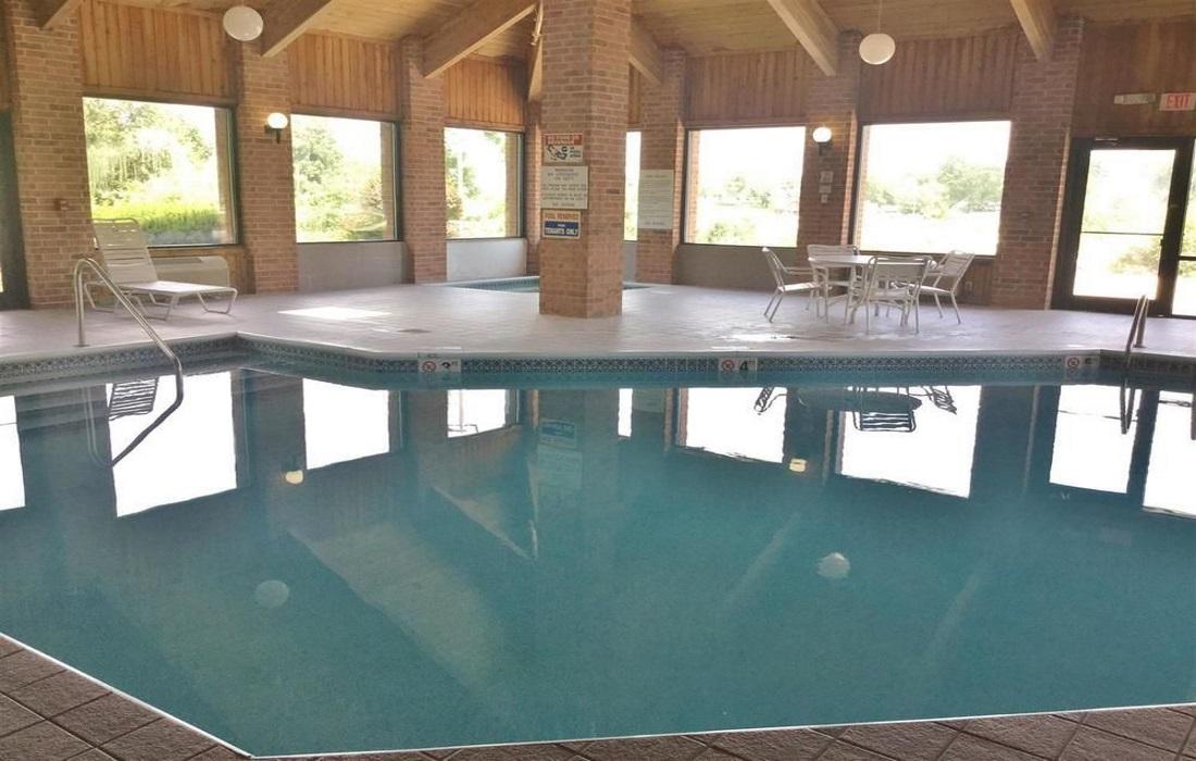 Amerihost Inn & Suites - Indoor Pool