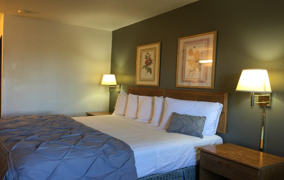 Amerihost Inn & Suites - Single Bed Room