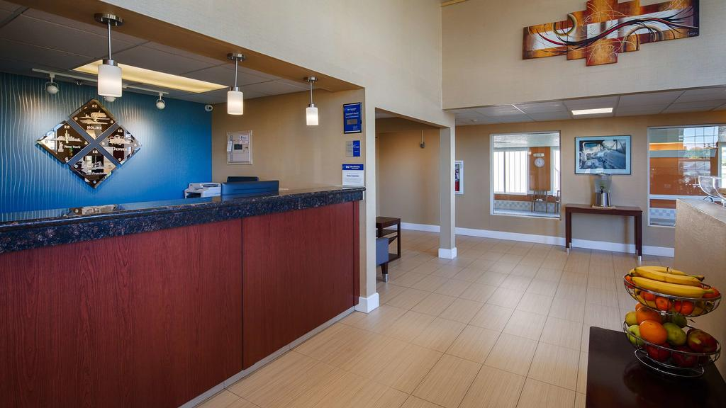 Best Western Airport Inn Moline - Reception