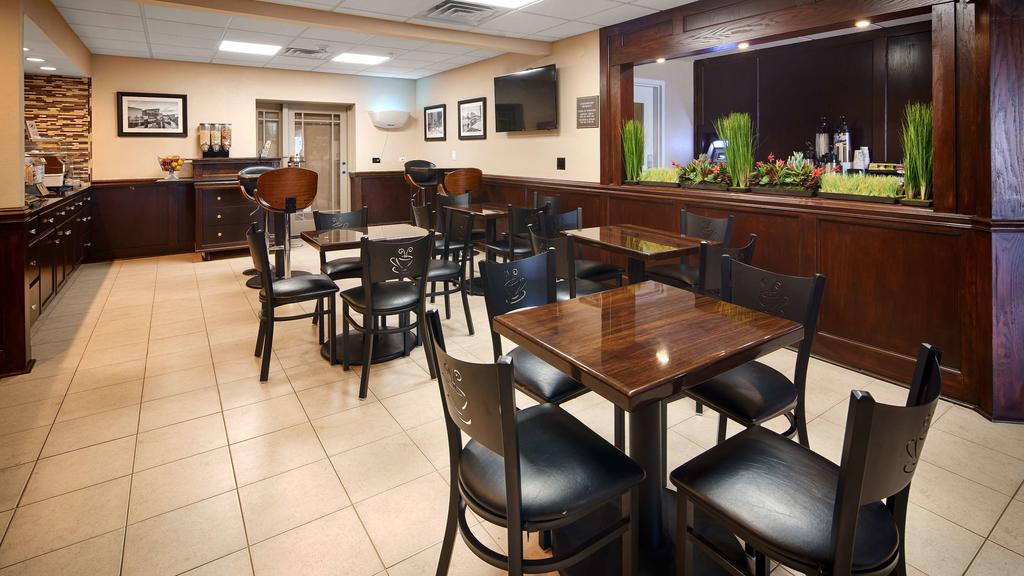 Best Western Plus Crawfordsville - Dining Area