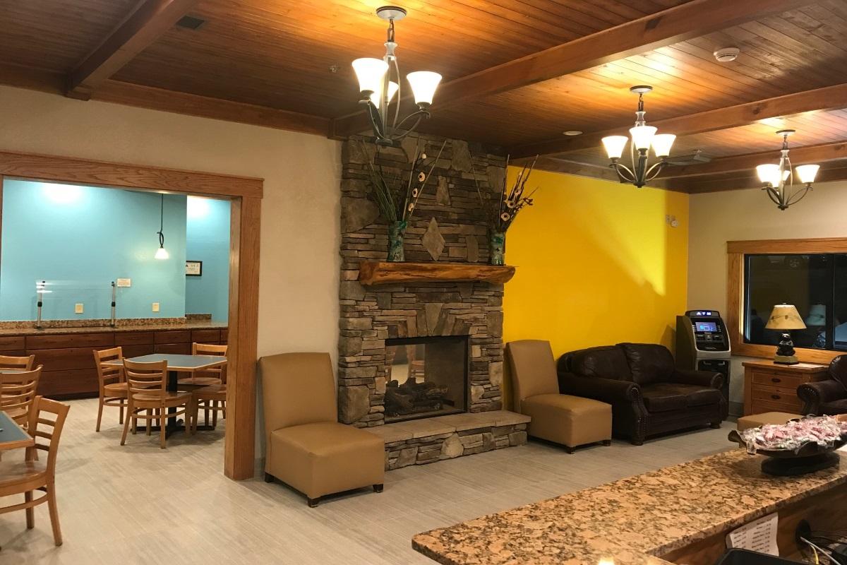 Brookstone Lodge Asheville - Lobby Area -2