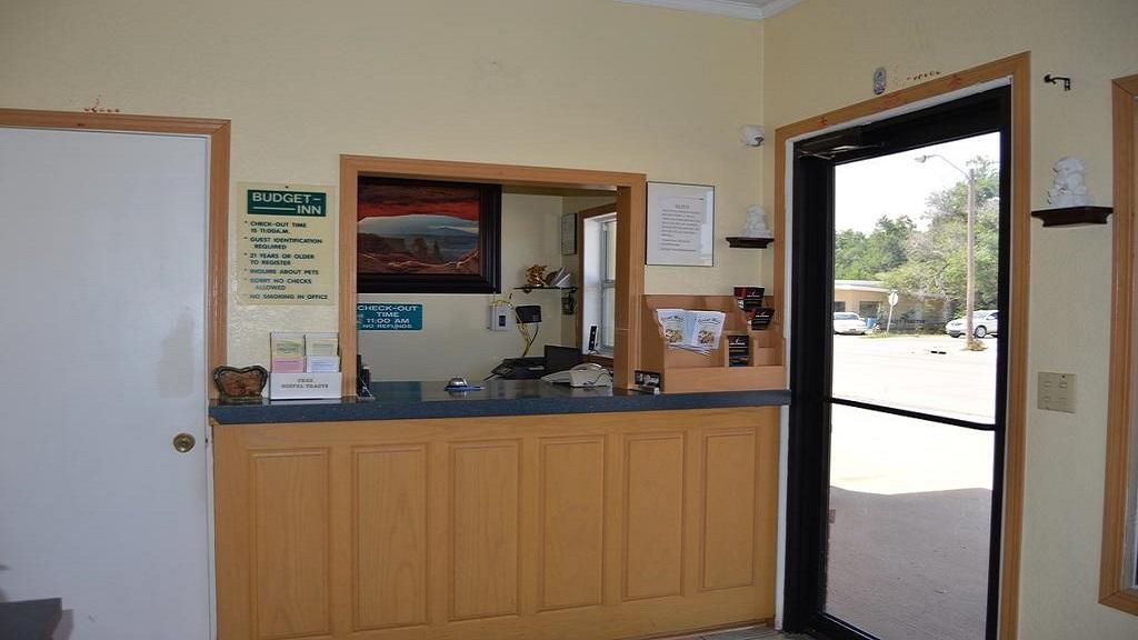 Budget Inn of El Reno - Lobby-1