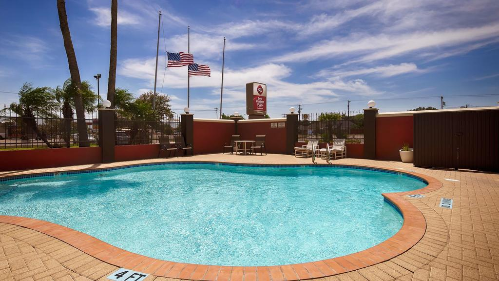 Best Western Plus Edinburg - Outdoor Pool View