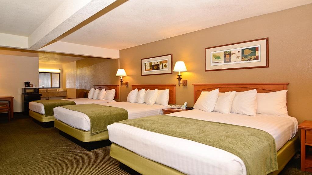 Cajon Pass Inn - Three Bed Rooms
