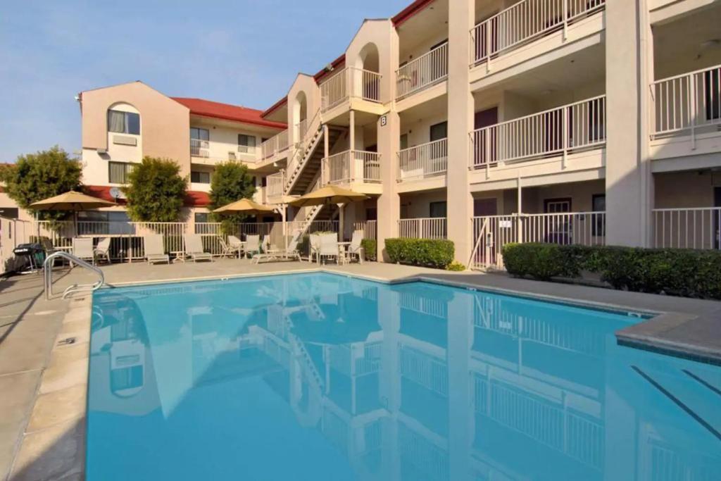 California Inn & Suites Rancho Cordova - Outdoor Pool