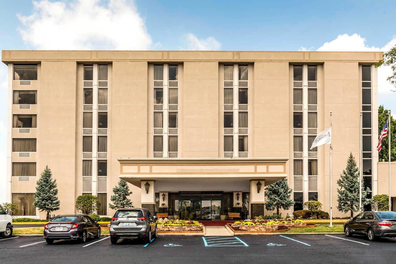 Clarion Hotel Indianapolis Airport - Exterior-2