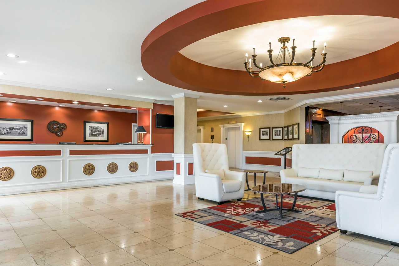 Clarion Hotel Indianapolis Airport - Lobby-1