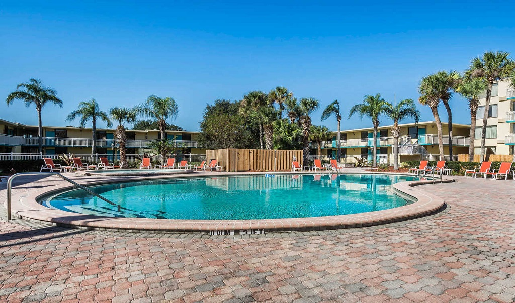 Clarion Hotel Orlando International Airport - Pool-1