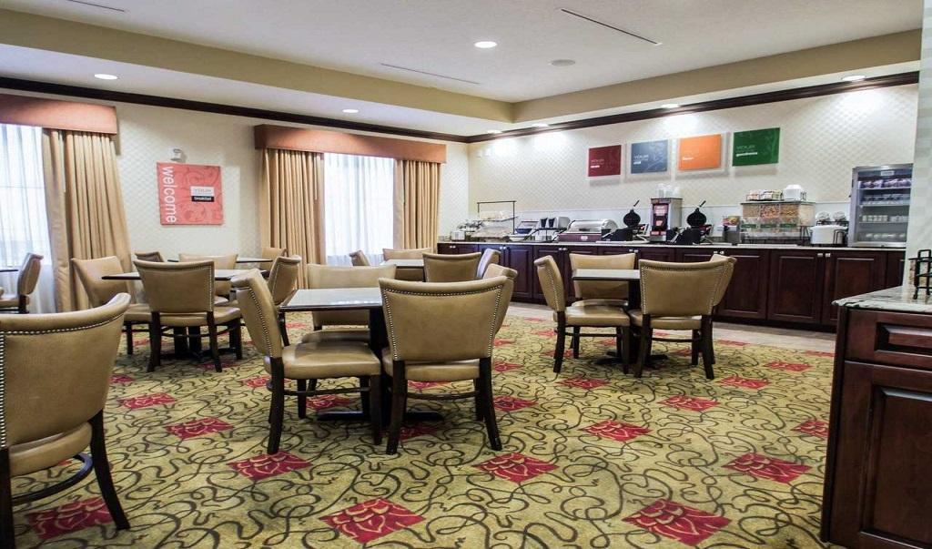 Comfort Inn & Suites Maingate South - Dining Area