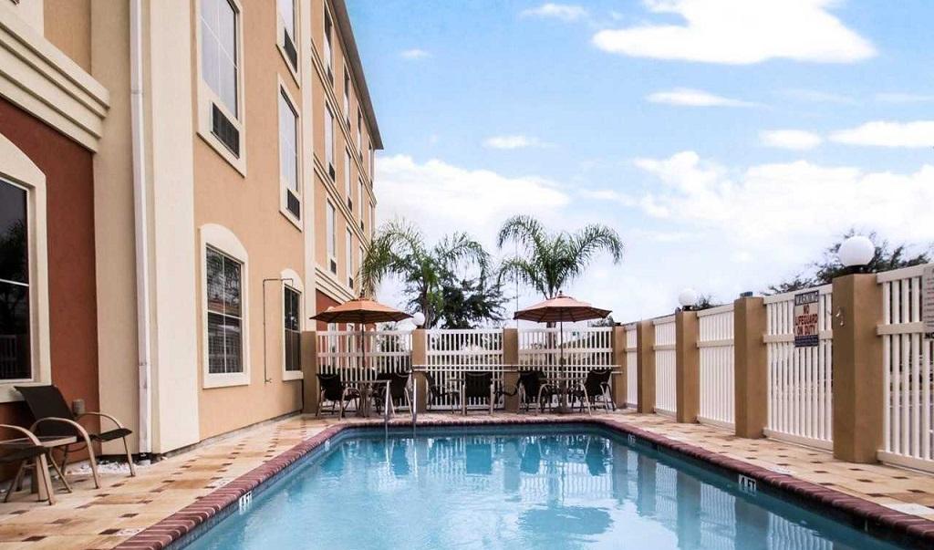 Comfort Inn & Suites Maingate South - Pool