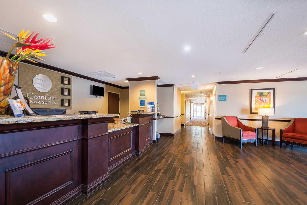 Comfort Inn & Suites Davenport - Lobby Area