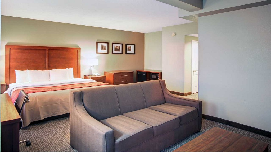 Comfort Inn Blythewood - Room with Sofa