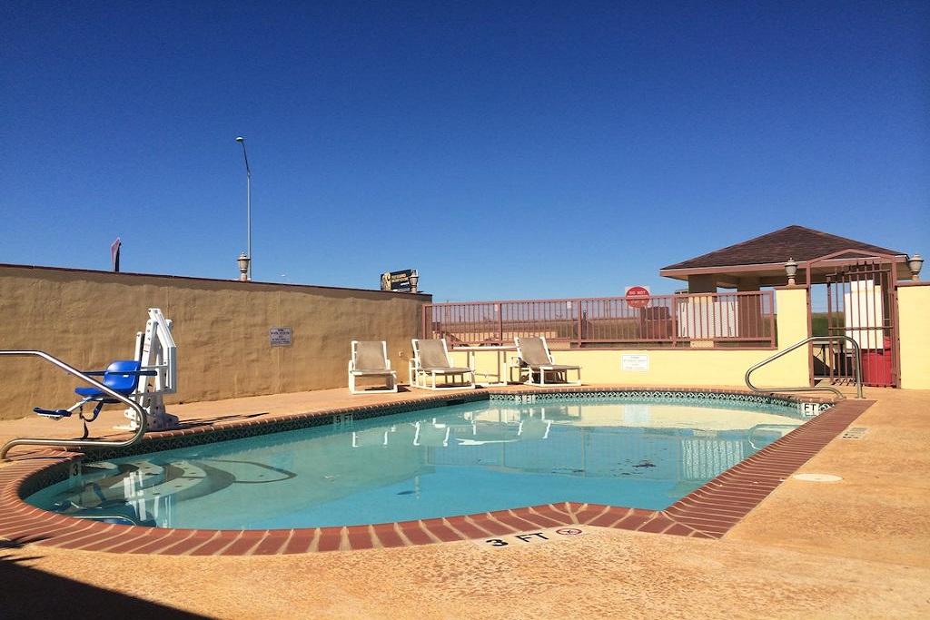 Cotulla Executive Inn - Outdoor Pool