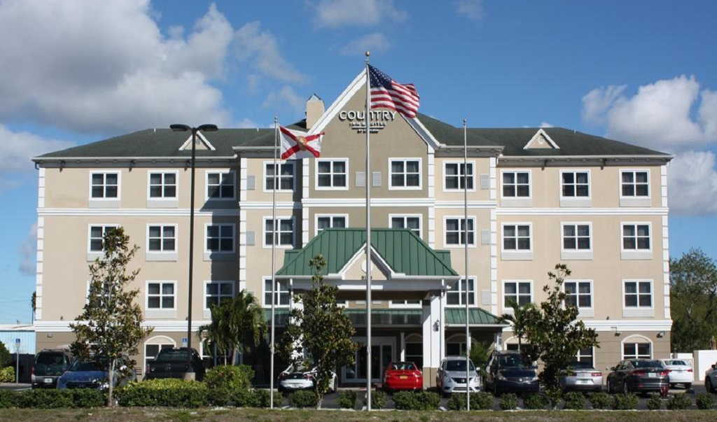 Country Inn & Suites Tampa Airport North - Exterior-1