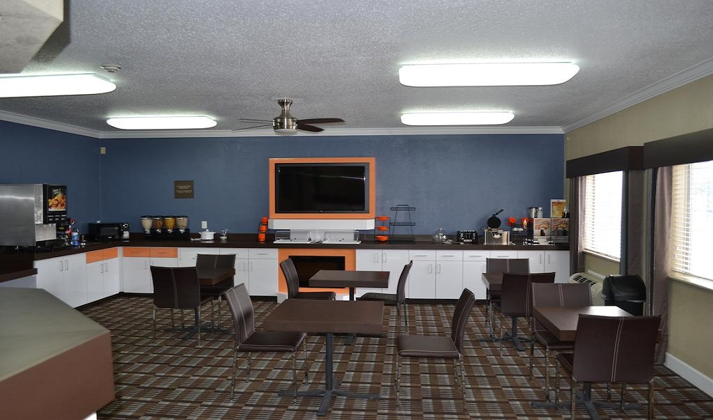 Countryside Inn & Suites Fremont Nebraska - Lobby Area