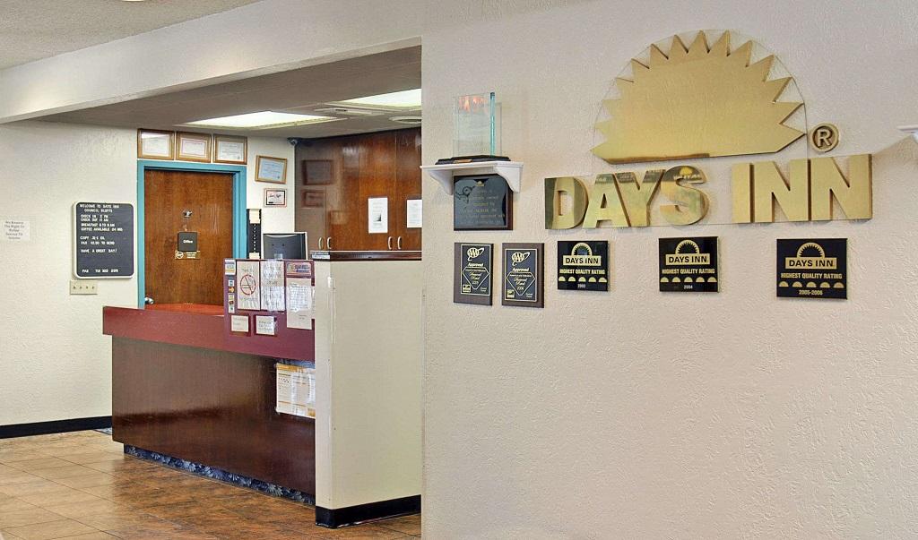 Days Inn Council Bluffs/9th Avenue - Lobby-2