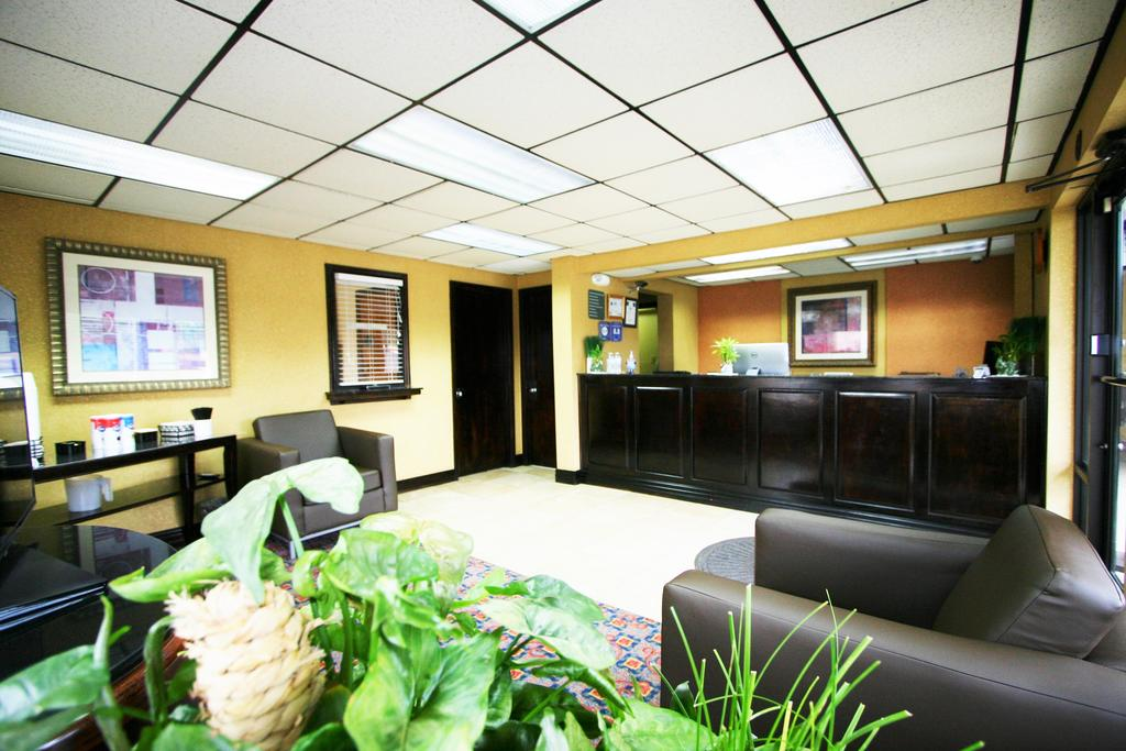 Deluxe Inn Fayetteville - Lobby Lounge