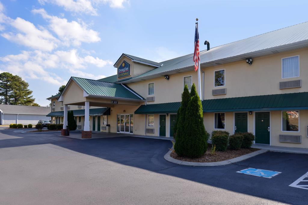 Douglas Inn & Suites - Exterior-3