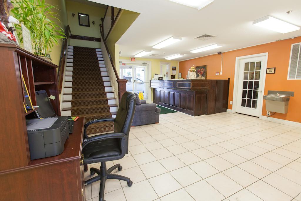 Douglas Inn & Suites - Lobby-3