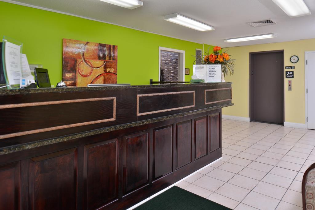 Douglas Inn & Suites - Lobby-2