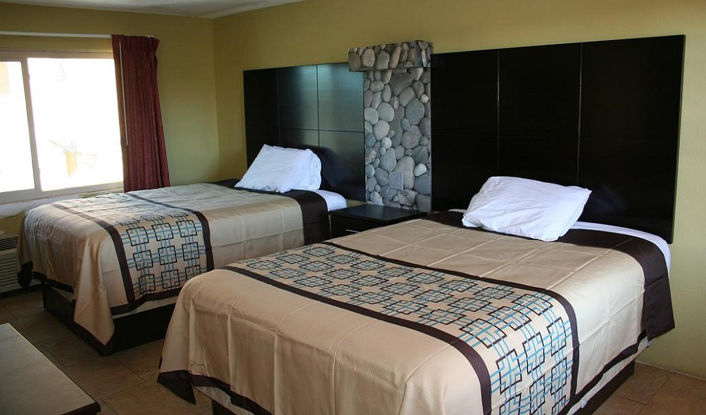 Driftwood Beach Motel - Double Beds-1
