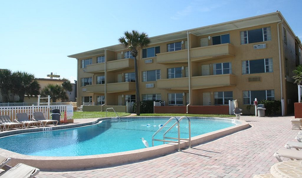 Driftwood Beach Motel - Pool