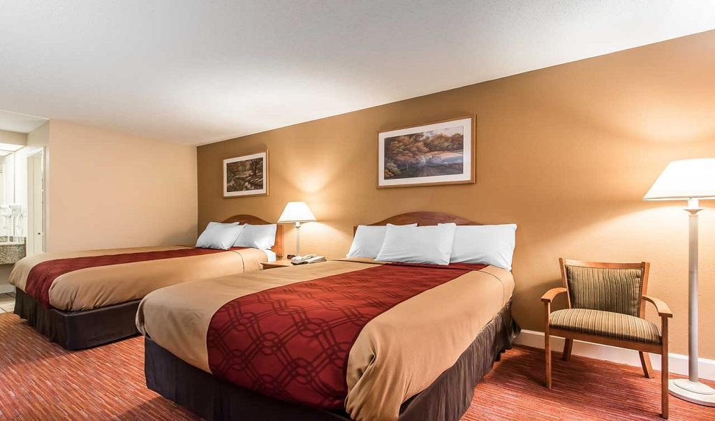 Econo Lodge Inn & Suites Huntsville - Double Beds