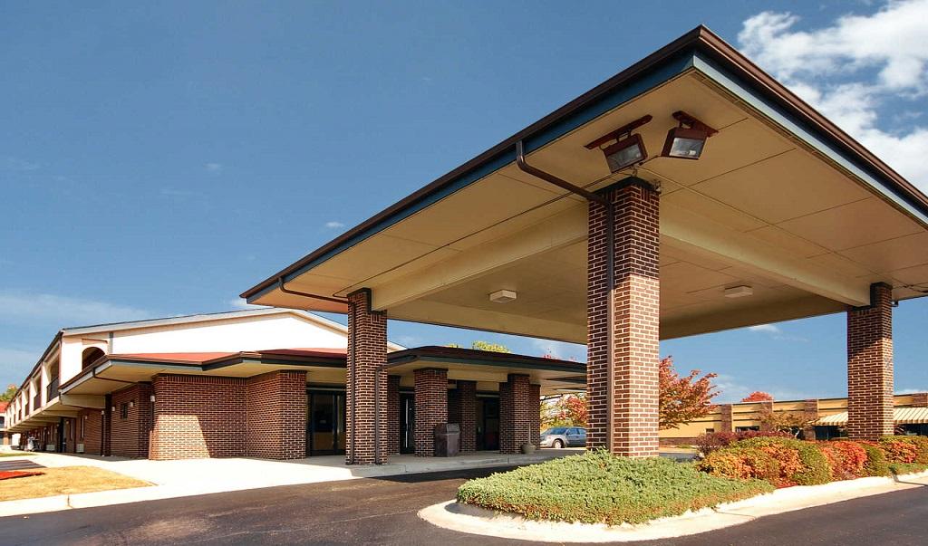 Econo Lodge Inn & Suites Huntsville - Exterior-2