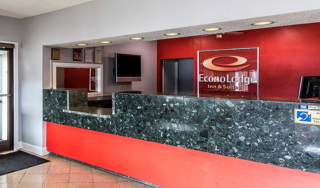 Econo Lodge Inn & Suites Huntsville - Lobby