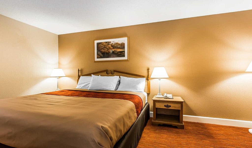 Econo Lodge Inn & Suites Huntsville - Single Bed