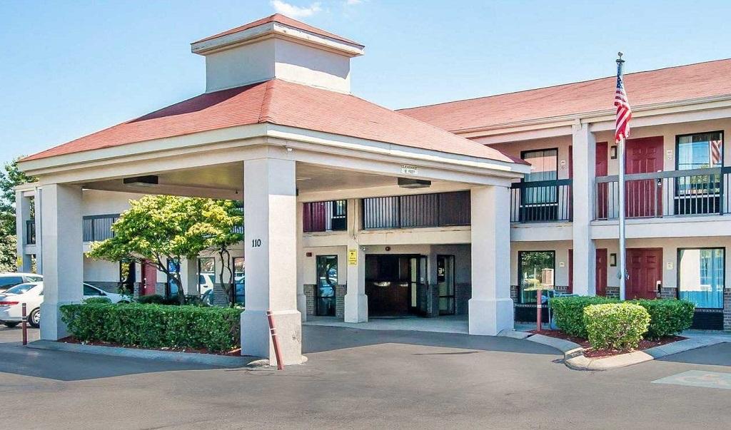 Econo Lodge Inn & Suites Murfreesboro - Exterior-2