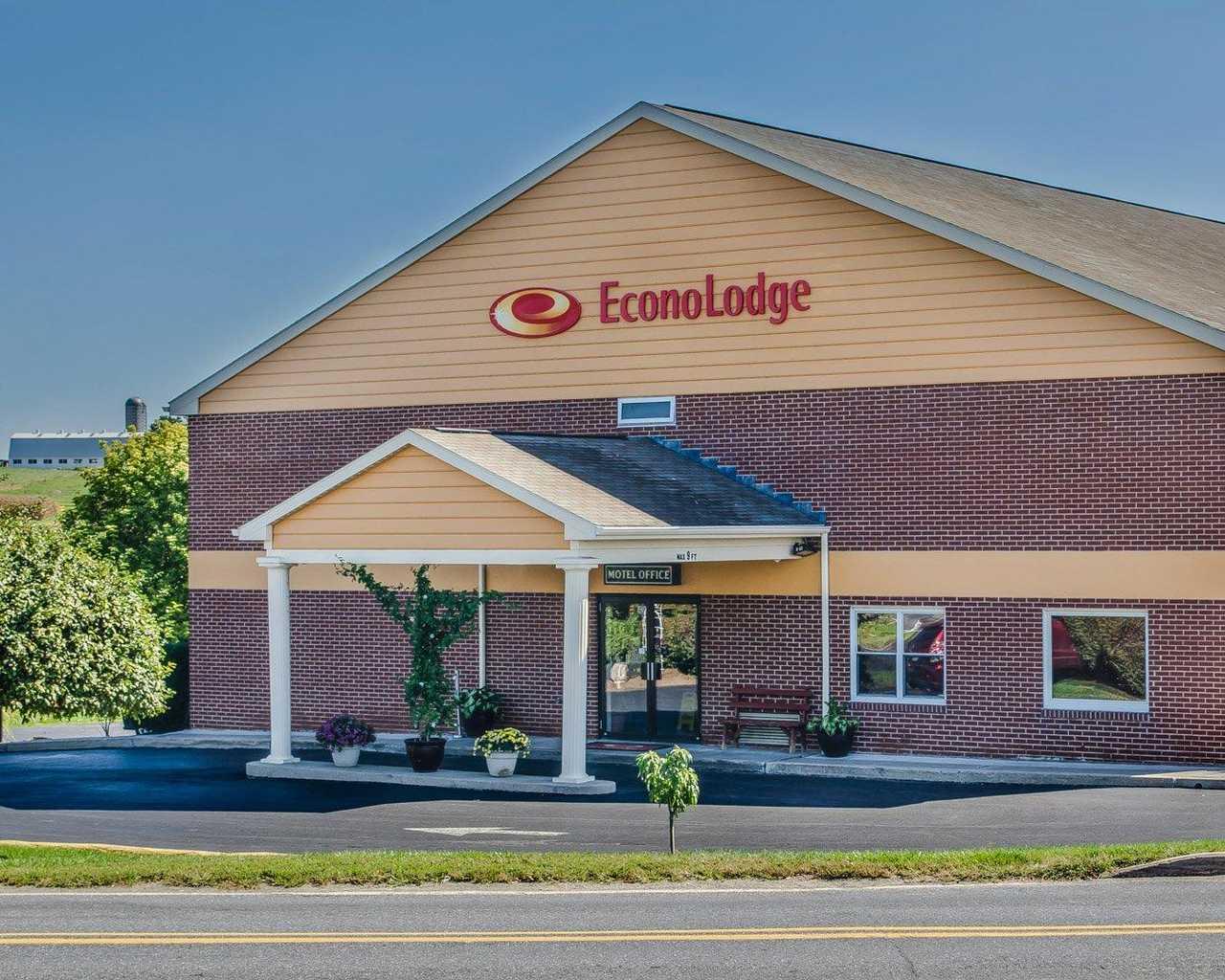 Econo Lodge Lancaster - Exterior-1