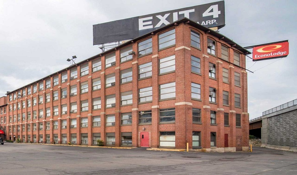 Econo Lodge Manchester - Exterior -1