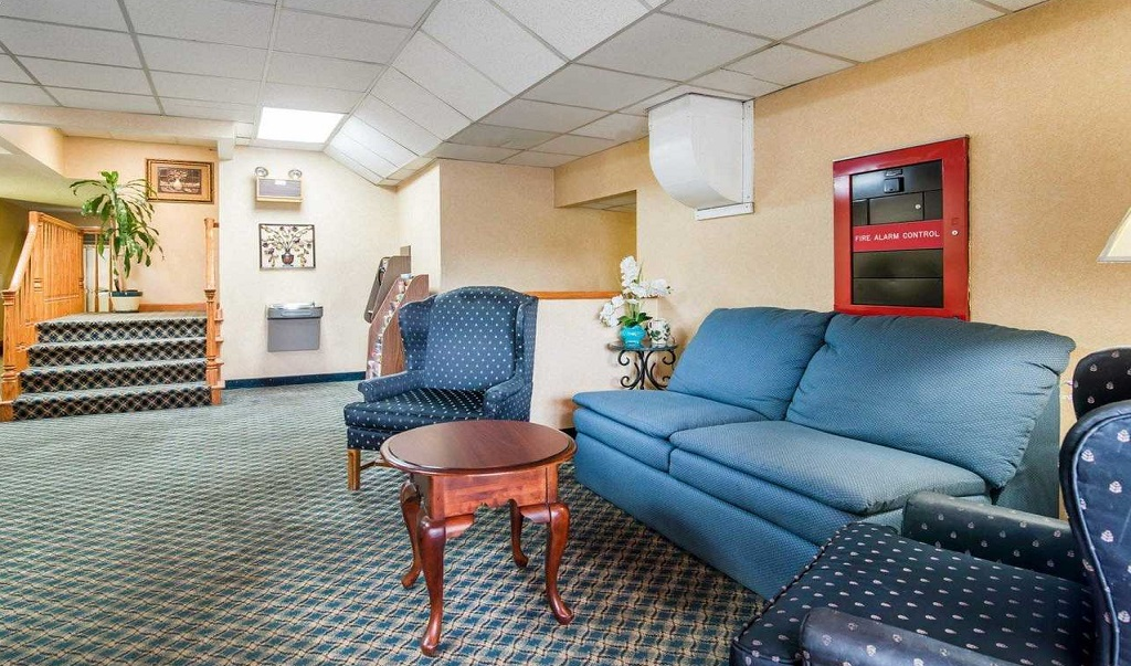 Econo Lodge Manchester - Lobby Lounge
