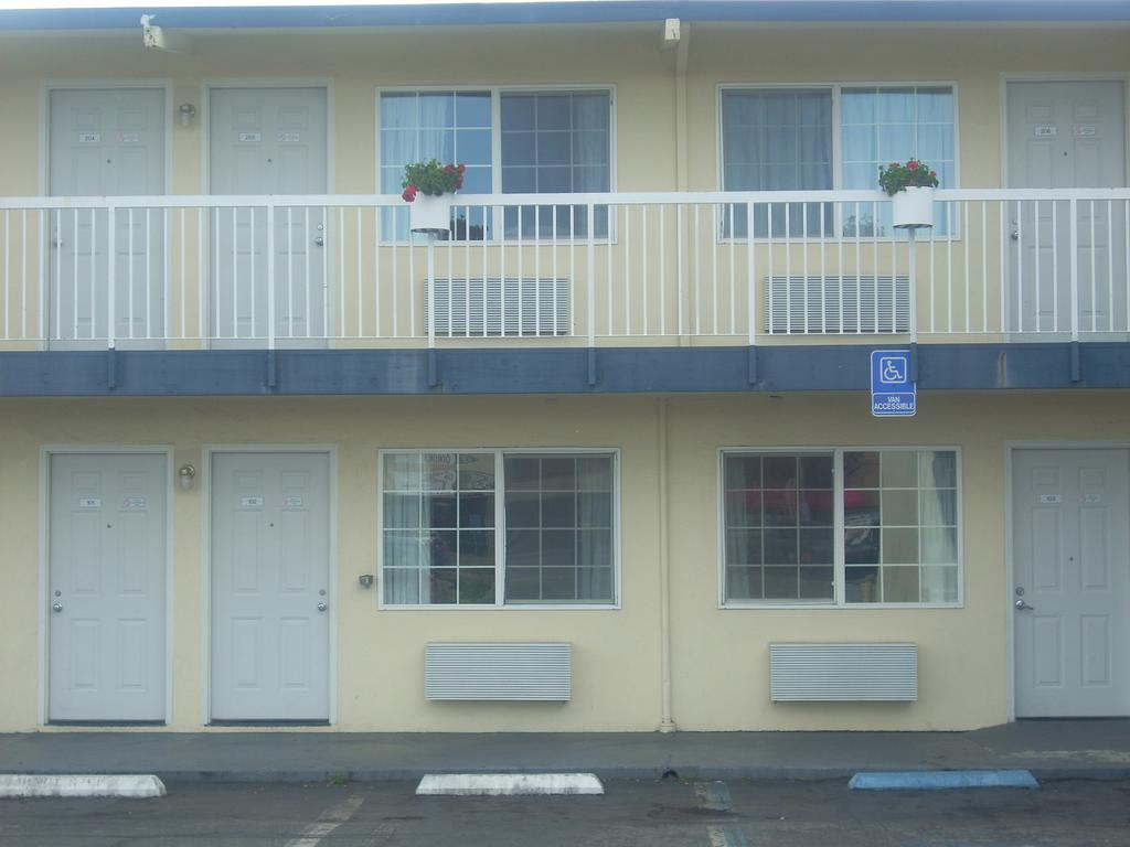 Economy Inn Seaside - Exterior-1