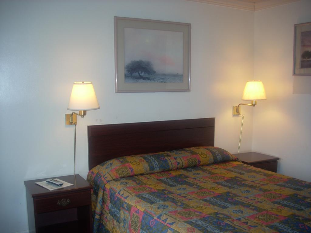 Economy Inn Seaside - Single Bed-1