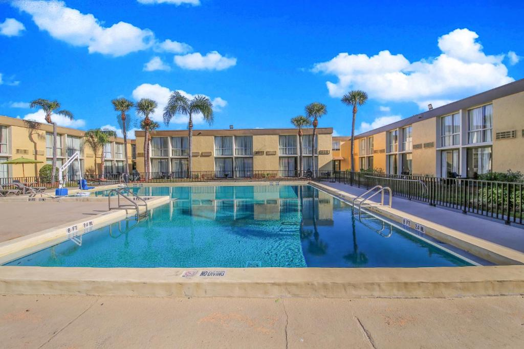 Floridian Express Extended Stay Hotel - Outdoor Pool