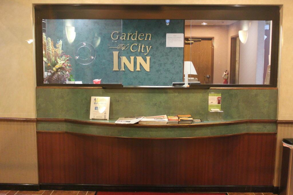 Garden City Inn - Lobby