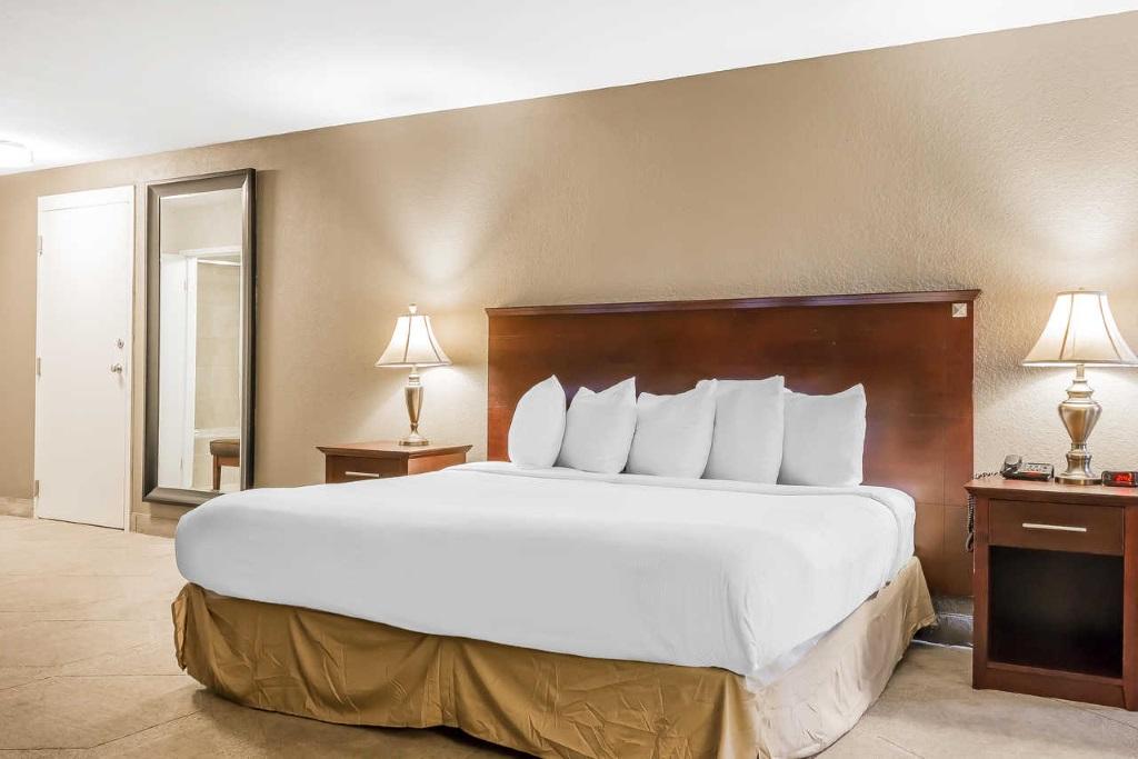 Grand Hilton Head Inn - Single Bed