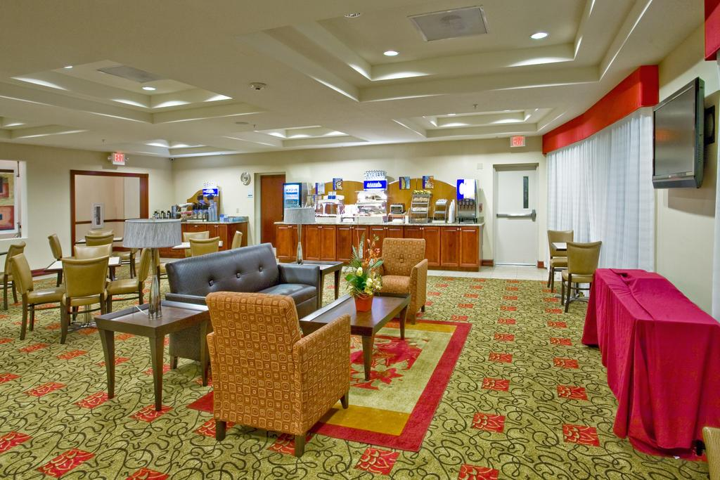 Holiday Inn Express Orlando South - Dining Area