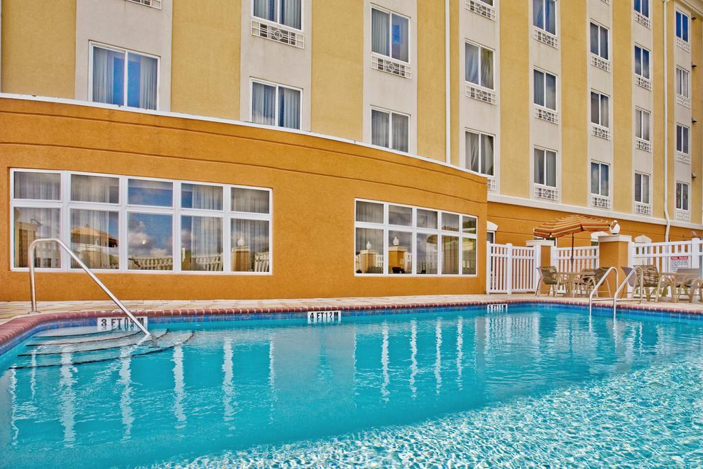 Holiday Inn Express Orlando South - Outdoor Pool