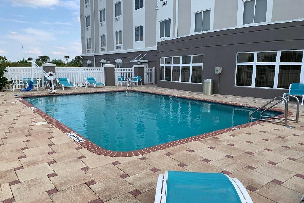 Holiday Inn Express Orlando South - Outdoor Pool