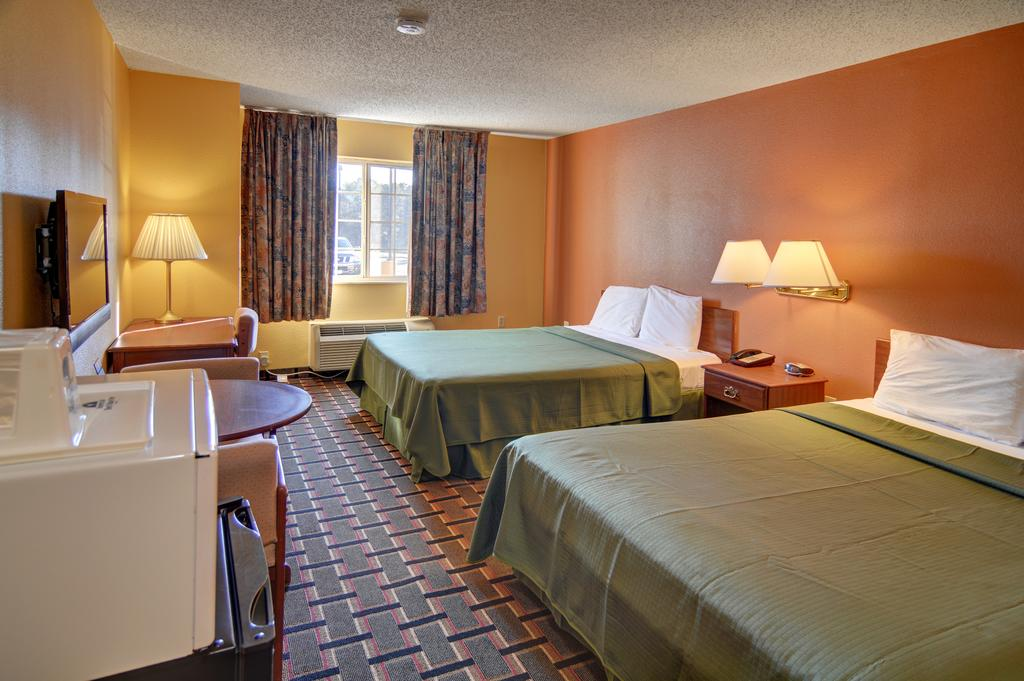 HomeTown Inn & Suites - Double Beds Room