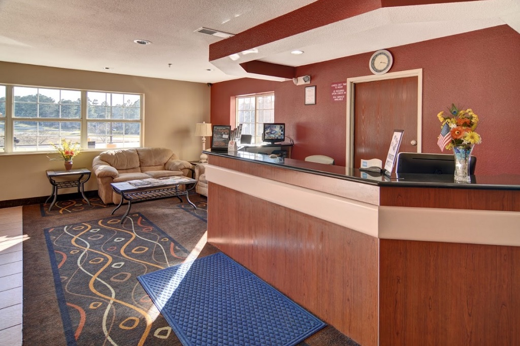 HomeTown Inn & Suites - Lobby Area