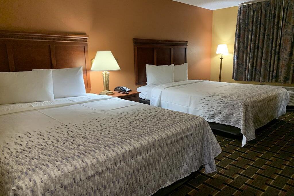 HomeTown Inn & Suites - Double Beds Room
